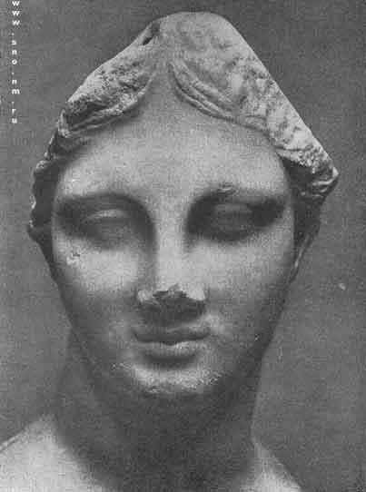 мраморная голова девушки, найденная на острове Хиосе