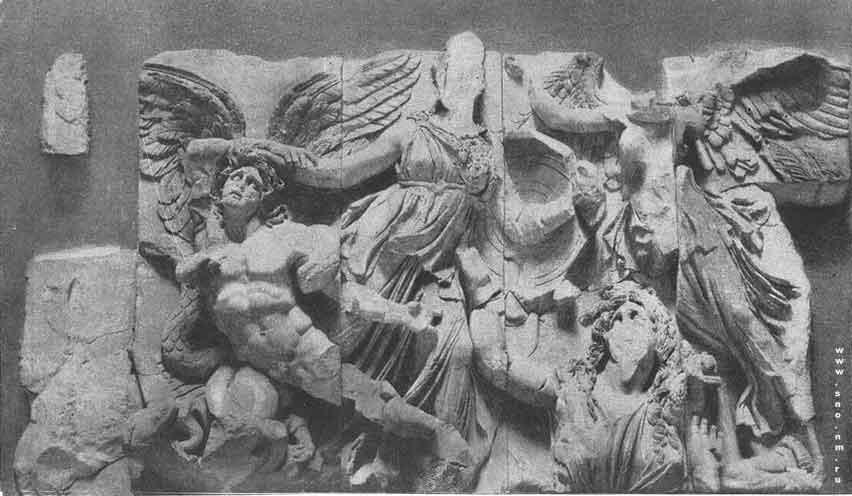 фриз, изображавший битву богов с гигантами