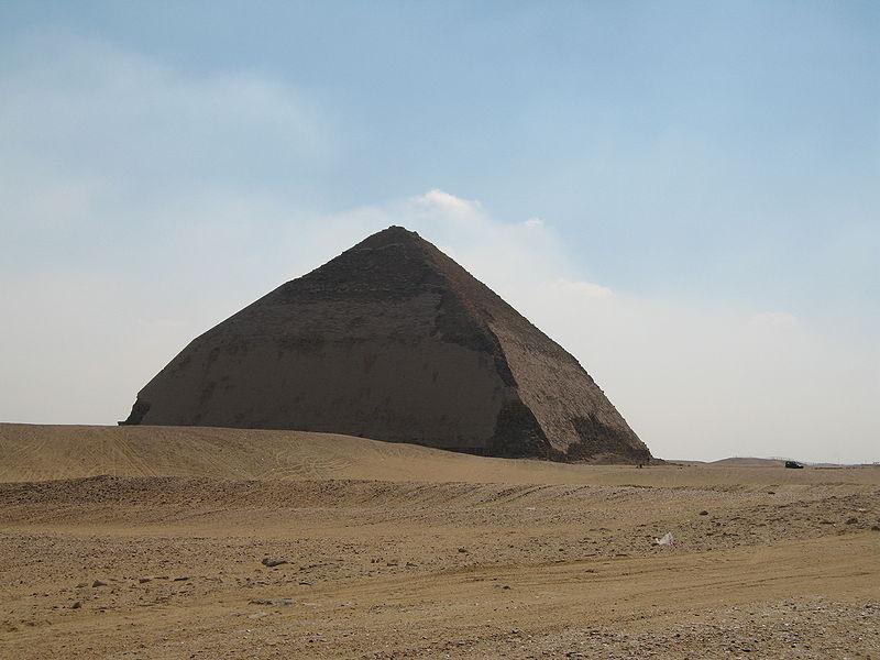 Ломаная пирамида в Дахшуре