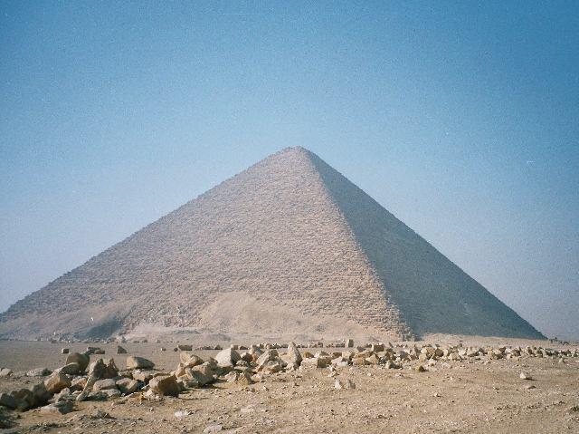 Розовая пирамида в Дахшуре